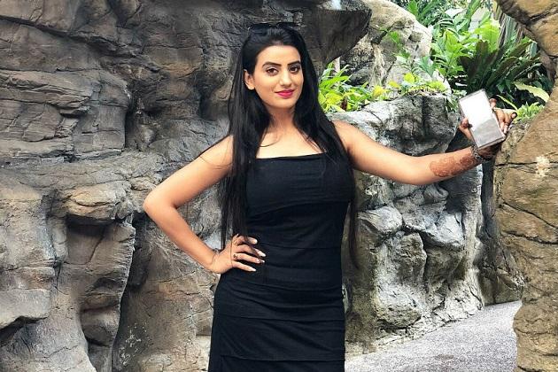 بھوجپوری فلموں کی ٹاپ اداکارہ اکشرا سنگھ اپنی خوبصورتی کے ساتھ ساتھ اپنی بہترین اداکاری سے بھی لاکھوں ناظرین کو دیوانہ بنا چکی ہیں۔ اکشرا ایک اداکارہ ہونے کے ساتھ ہی ایک اچھی سنگر ہیں اور ایک بہترین ڈانسر بھی ہیں۔