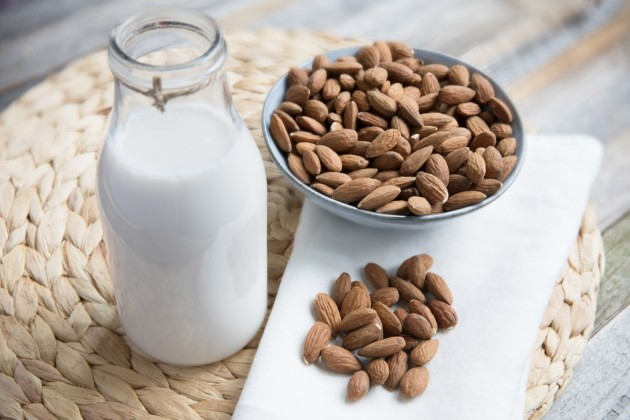 بادام دودھ غذائیت میں اضافہ کرتا ہے