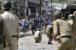 کشمیر: چرار شریف میں پولنگ اسٹیشن پر پتھر بازی، ایک پولیس اہلکار زخمی