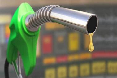 پٹرول۔ڈیزل کی بڑھتی قیمت سے عام آدمی پریشان، جانیں آج کیا ہے قیمت