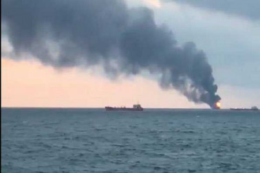 روس کے آبنائے کرچ علاقے میں دو جہازوں میں آگ لگنے سے دس ہلاک
