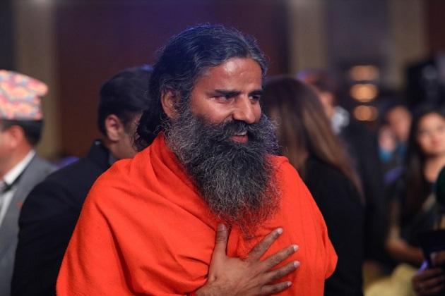 ہندوستان کس جانب جارہا ہے ؟ اس کے جواب میں رام دیو نے کہا کہ کچھ لوگ یہاں پر تشدد کے نام پر بزدلی کے گیت گاتے ہیں اور بہادری کو گالی دیتے ہیں ، لیکن جب پلوامہ ہو جاتا ہے ، تب چھپ کر بیٹھ جاتے ہیں ۔