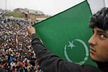 پاکستان مردہ باد'، کی ٹائلس عوامی ٹوائلیٹ کے لئے ملیں گی مفت'