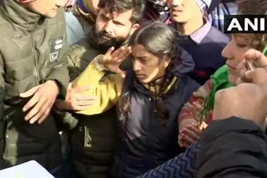 پلومہ دہشت گرانہ حملہ : شہید وں کے جسد خاکی گھر پہنچے ، لوگوںنے ترنگے کے ساتھ دی سلامی