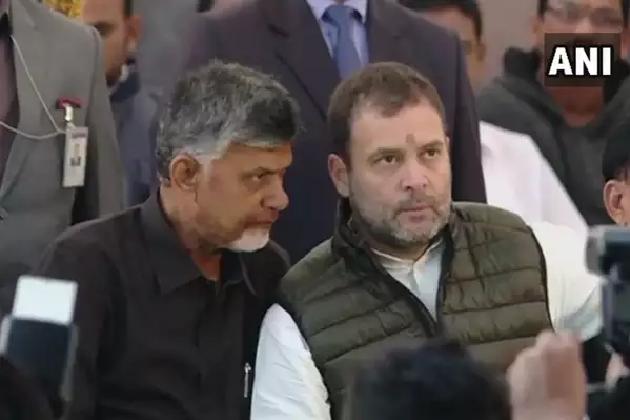 بھوک ہڑتال پر بیٹھے چندرابابونائیڈو سے ملے راہل گاندھی، کہا- وزیر اعظم  جہاں جاتے ہیں جھوٹ بولتے ہیں