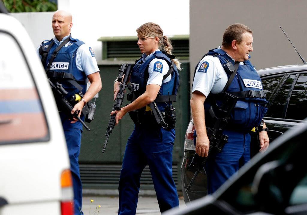 نیوزی لینڈ پولیس نے گولہ باری کرنے والے ایک مشتبہ شخصکو حراست میں لیا ہے۔