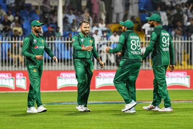ساتھ ہی ساتھ سرفراز احمد نے یہ بھی دعوی کیا ہے کہ پاکستانی ٹیم کا مڈل آرڈر کافی مضبوط ہے اور امید ہے کہ کھلاڑی اس ٹورنامنٹ میں کافی اچھی کارکردگی کا مظاہرہ کریںگے۔ ( فوٹو کریڈٹ : پی سی بی ٹویٹر) ۔