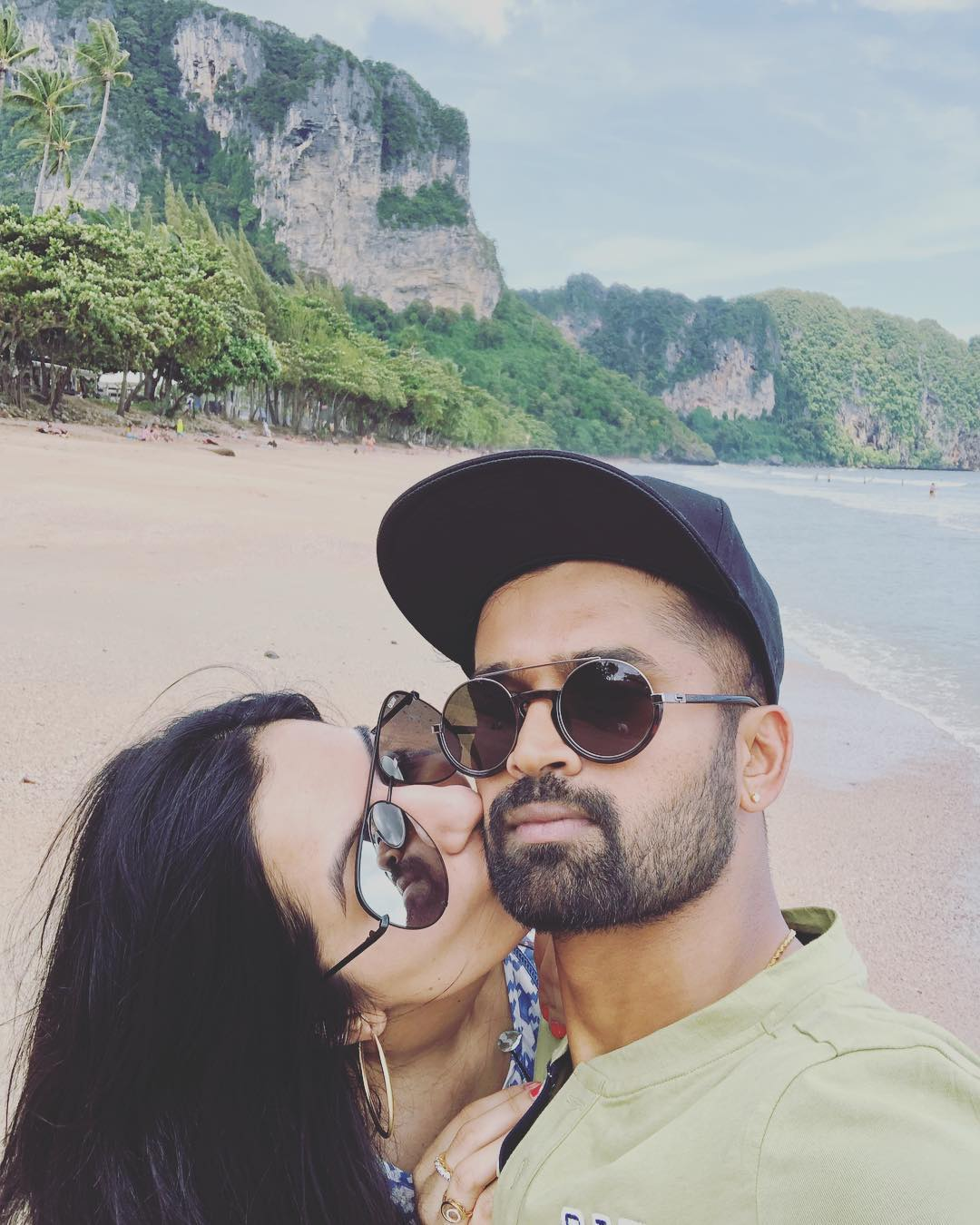 ان دونوں کی ملاقات ایک مشترکہ دوست کے ذریعہ ہوئی تھی ۔ تقریبا چار سال تک ایک دوسرے کو ڈیٹ کرنے کے بعد دونوں نے شادی کرلی ۔ فوٹو : انسٹاگرام ۔