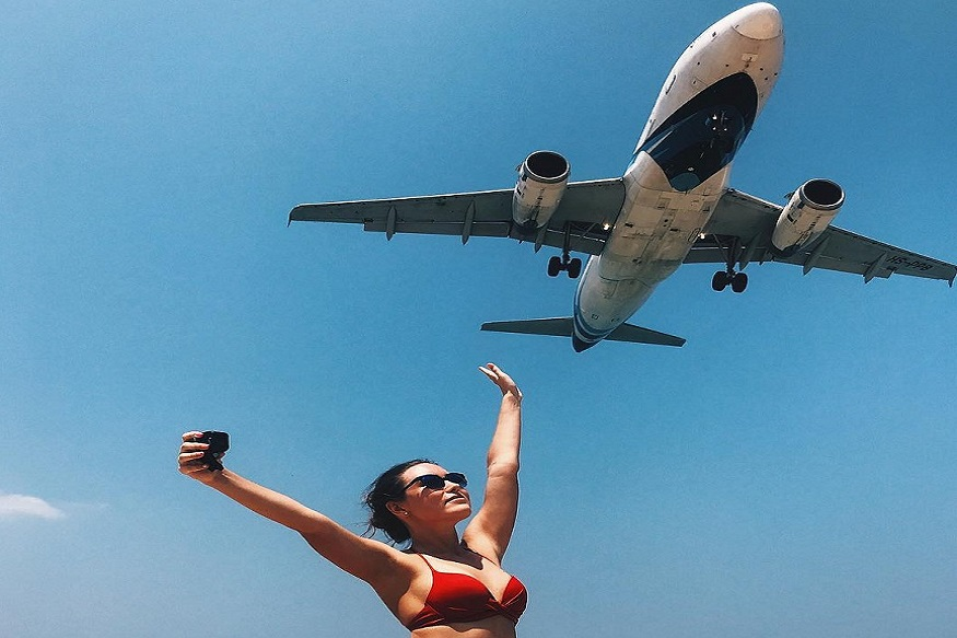 تھائی لینڈ جانے والے سیاحوں کیلئے سب سے پہلا کام ہوتا ہے کہ وہ فکیٹ کے میکھاو بیچ پر لینڈ ہونے والے یا ہوا میں اڑ رہے طیاروں کے ساتھ سیلفی لیں۔ حالانکہ اب ایسا کرنا ان کیلئے خطرناک ثابت ہوسکتا ہے۔