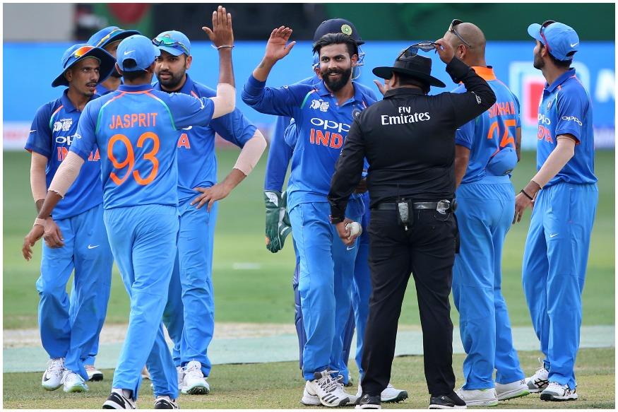 ورلڈ کپ کیلئے بی سی سی آئی نے 15 رکنی ٹیم کا اعلان کردیا ہے ۔ ٹیم کے سبھی کھلاڑی اس وقت آئی پی ایل میں کھیل رہے ہیں ۔ جانئے کس کپتان کی ٹیم سے کتنے کھلاڑی ورلڈ کپ میں ہندوستان کی نمائندگی کریں گے ۔