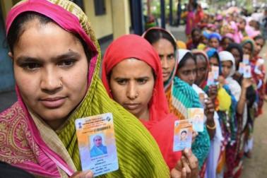 لوک سبھا انتخابات کے تیسرے مرحلہ کے تحت پولنگ جاری ۔آج راہل گاندھی اورامت شاہ کی قسمت ای وی ایم میں ہوگی قید