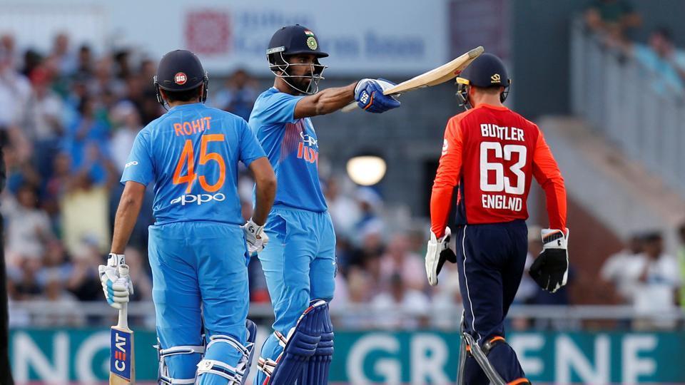 ورلڈ کپ میں میزبان انگلینڈ سے ٹیم انڈیا کا حساب برابر ہے ۔ ٹیم انڈیا کو تین میچوں میں جیت اور تین میں ہار ملی ہے ۔ ( فوٹو کریڈٹ : آئی سی سی آئی ) ۔