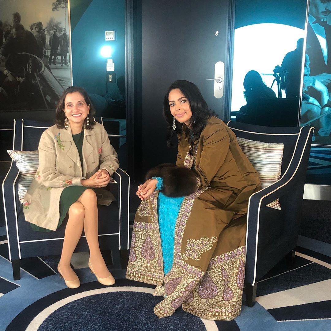 ملکا شیراوت نے اس سال یعنی 2019 میں کانس فلم فیسٹیول میں فرسٹ لک کے دوران جس ڈریس کو پہنا ، اس سے ملتی جلتی ڈریس انہوں نے سال 2014 میں بھی پہنی تھی ۔