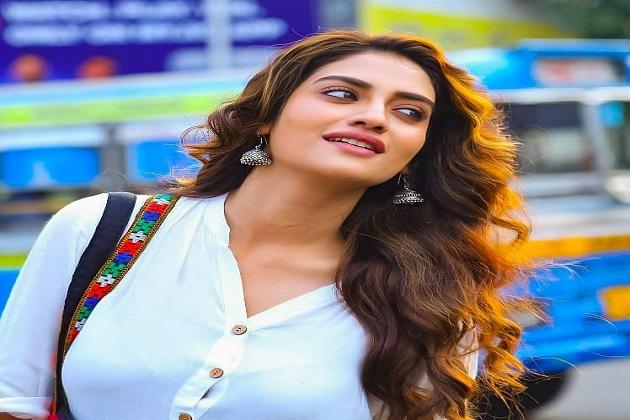 نصرت نے راج چکرورتی کی فلم ' شوترو' سے ٹالی ووڈ میں قدم رکھا۔ اس کے بعد نصرت نے اپنی خوبصورتی کے جادو سے ناظرین کا دل جیت لیا اور ایک سے بڑھ کر ایک فلموں میں اپنی اداکاری سے فین فالوئنگ کی ایک طویل فہرست تیار کر لی۔