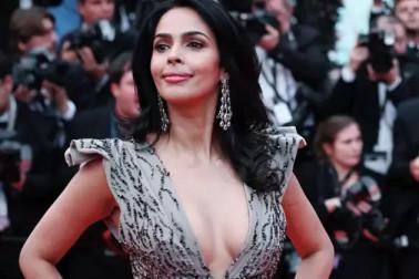 بالی ووڈ کی اس مشہور اداکارہ کے پاس نہیں ہیں نئے کپڑے ، کانس میں ریڈ کارپٹ پر پہنی پرانی ڈریس ؟