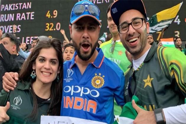 ورلڈ کپ 2019 اپنے آخری مرحلے میں پہنچنے والا ہے ۔ سیمی فائنل میں تین ٹیموں نے تقریبا اپنی جگہ یقینی بنالی ہے جبکہ چوتھی ٹیم کیلئے انگلینڈ ، سری لنکا ، پاکستان اور بنگلہ دیش کے درمیان ریس ہے ۔ حالانکہ پاکستان کو اپنی جگہ بنانے کیلئے ٹیم انڈیا کی اچھی کارکردگی کی بھی ضرورت ہے ، جس کی وجہ سے پاکستانی فینس ٹیم انڈیا کی جیت کیلئے دعا مانگ رہے ہیں ۔