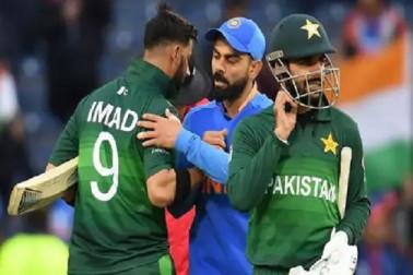 آئی سی سی ورلڈ کپ: 'کنگ کوہلی' کے سامنے ہاتھ جوڑنے پرمجبورہوا یہ پاکستانی کھلاڑی