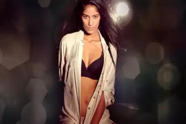 ہندوستان بمقابلہ پاکستان میچ سے پہلے اداکارہ پونم پانڈے نے اڑایا پاکستان کا مذاق ، شیئر کیا یہ انتہائی بولڈ ویڈیو