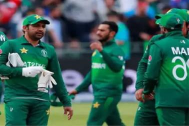 ہندوستان سے شکست کے بعد سرفرازاحمد نے پاکستانی کھلاڑیوں کو دی دھمکی، اکیلا نہیں جاوں گا پاکستان واپس!۔
