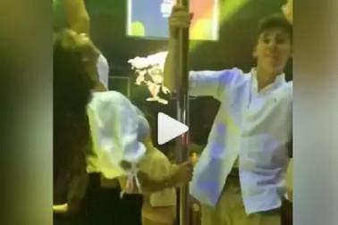 شاہ رخ خان کی بیٹی سہانا خان نے دوست کے ساتھ کیا یہ کام، ویڈیو وائرل