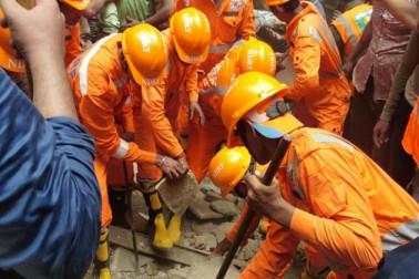 بڑا حادثہ: ممبئی میں 4 منزلہ عمارت منہدم، کم سے کم 4 لوگوں کی موت، زندہ نکالا گیا معصوم
