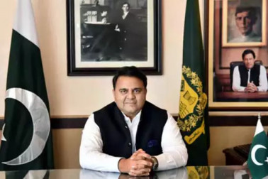 کلبھوشن جادھو کیس میں شکست سے پاکستانی وزیر کا انکار ، لیکن ہندوستان سے بات چیت کیلئے پھر گڑگڑایا