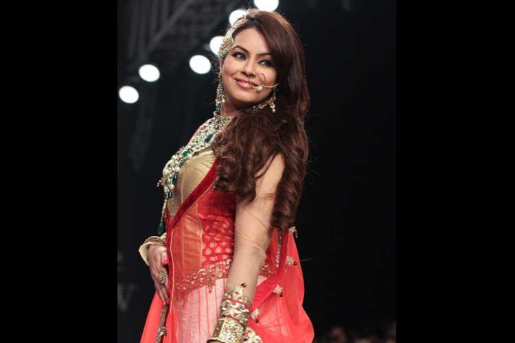 اداکارہ مہما چودھری کے بارے میں بھی کہا جاتا ہے کہ وہ شادی سے پہلے حاملہ ہوگئی تھیں ۔ ان کی شادی بابی مکھرجی سے ہوئی ۔