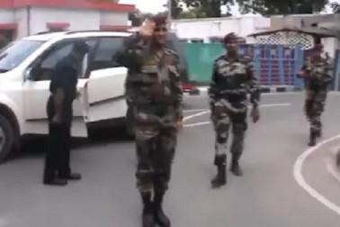 آرمی کی وردی میں ایم ایس دھونی نے کیا سلیوٹ، بولے جے ہند، وائرل ہوا ویڈیو