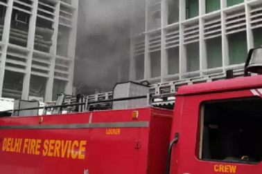 ایمس کے ایمرجنسی وارڈ میں آتشزدگی، 35 گاڑیوں کے ساتھ موقع پرڈٹے فائربریگیڈ کے ملازمین