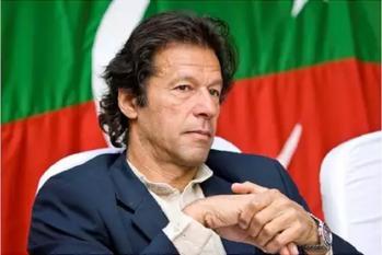 پلوامہ دہشت گردانہ حملہ: 9 گھنٹے بعد آیا پاکستان کا ردعمل، وزیر اعظم عمران خان اب بھی خاموش