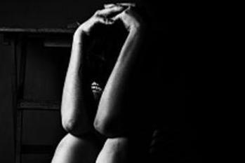 خواتین کا الزام: ڈپریشن سے نجات دلانے کے نام پر ایک 76 سال کے بابا نے کیا ریپ اور جنسی استحصال