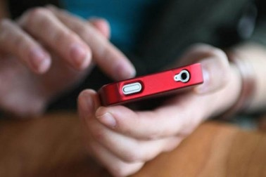 حکومت کے نئے فرمان کے مطابق تمام موجودہ موبائل سبسكرائبرس کا ویریفکیشن کیا جائے گا اور یہ ویریفکیشن آدھارکی بنیاد پر كےوائی سی کے ذریعہ ہوگا۔