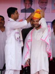 نوجوانوں کو روزگار دینے کیلئے وزیر اعظم کے 'میک ان انڈیا' کا ذکر کرتے ہوئے مسٹر گاندھی نے اسے جھوٹا وعدہ قرار دیتے ہوئے کہا کہ اس سے کسی کو روزگار نہیں ملا ہے۔