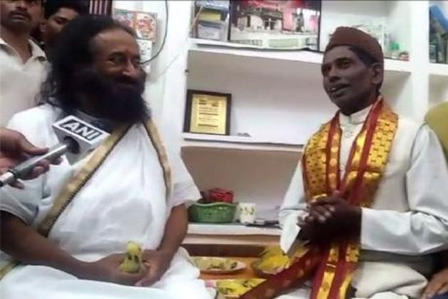 Shri-Shri-and-Iqbal-Ansari