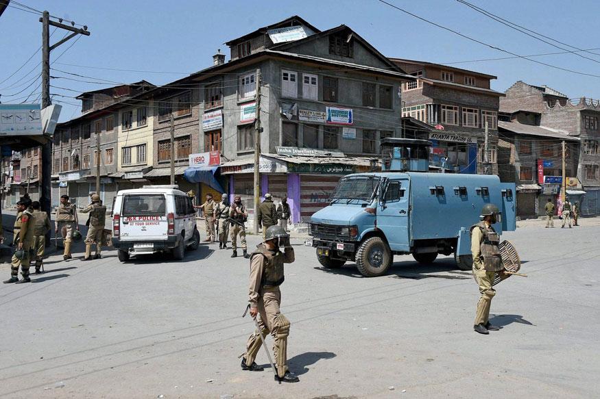 احتجاج کے بعد کشمیرمیں پابندیاں پھرسے نافذ کردی گئی ہیں۔