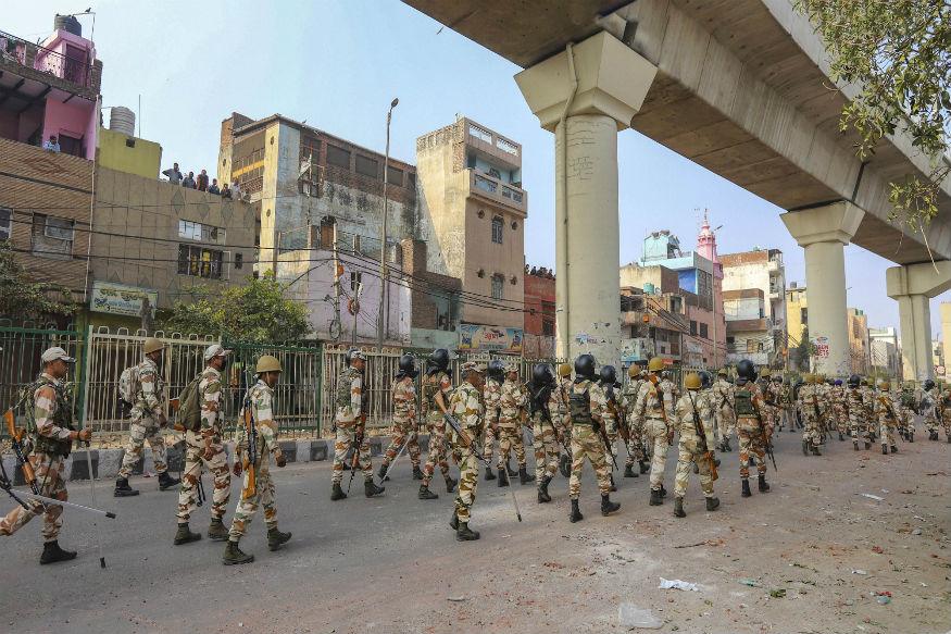 دہلی تشدد کے پیش نظر پولیس اہلکاروں کا فلیگ مارچ۔ فائل فوٹو