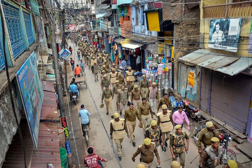 راجدھانی دہلی کے مشرقی علاقے (North East Delhi) میں دو دن کے تشدد ((Delhi Violence)) کے بعد اب ماحول بہتر ہو رہا ہے۔ دہلی میں بھڑکے تشدد میںپر قابو پانے کیلئے پولیس نےدیر رات تک فلیگ مارچ کیا۔ کسی بھی ناخوشگوار واقعے سے بچنے کے لئے چپے۔چپے پر پولیس کی تعیناتی کی گئی ہے۔